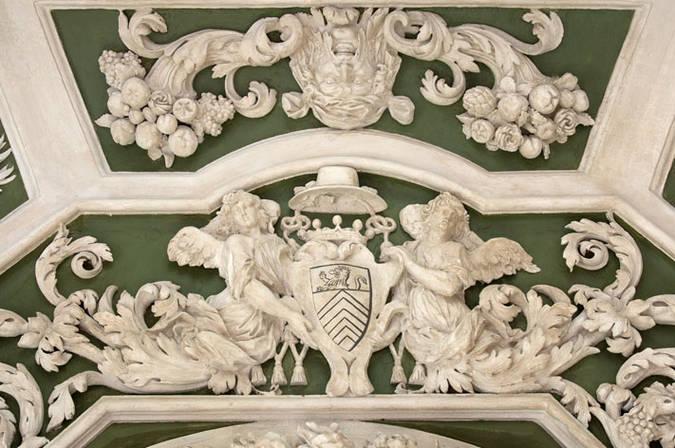Visuel 1/3 : Décor du salon octogonal du château