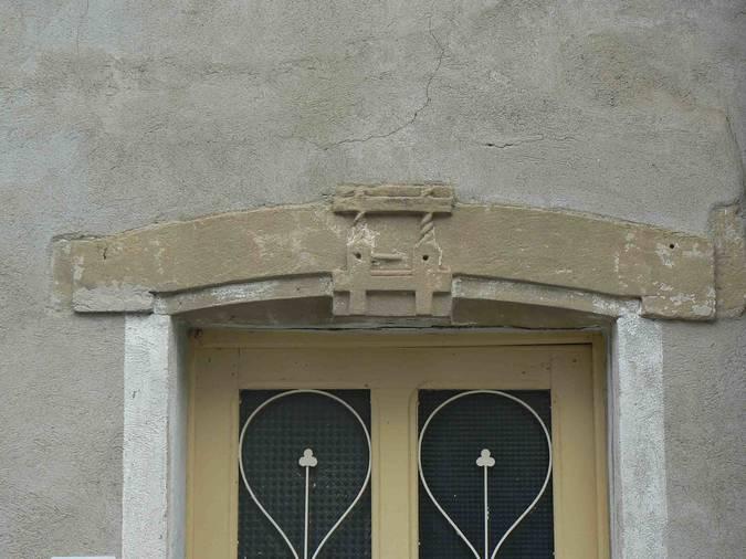 Visuel 1/2 : Linteau sculpté à Montéléger