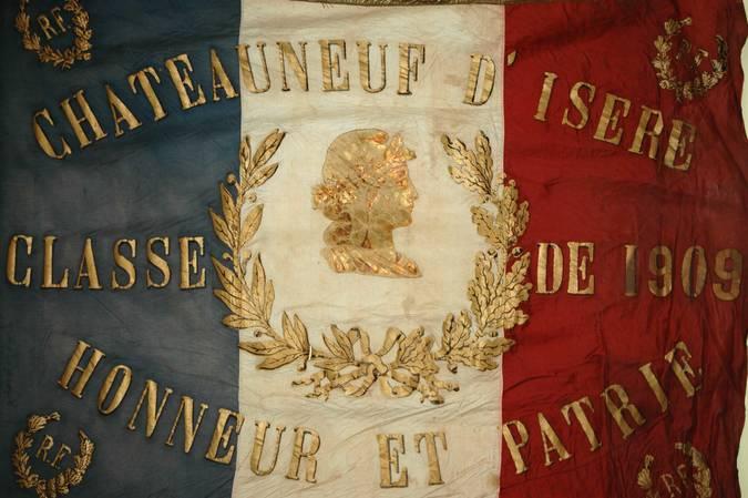 Visuel 1/10 : Collection de drapeaux des conscrits de la classe 1923