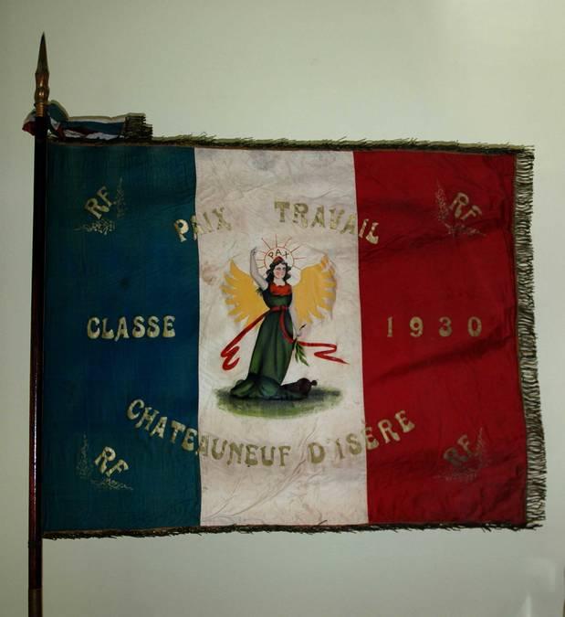 Visuel 3/10 : Collection de drapeaux des conscrits de la classe 1923