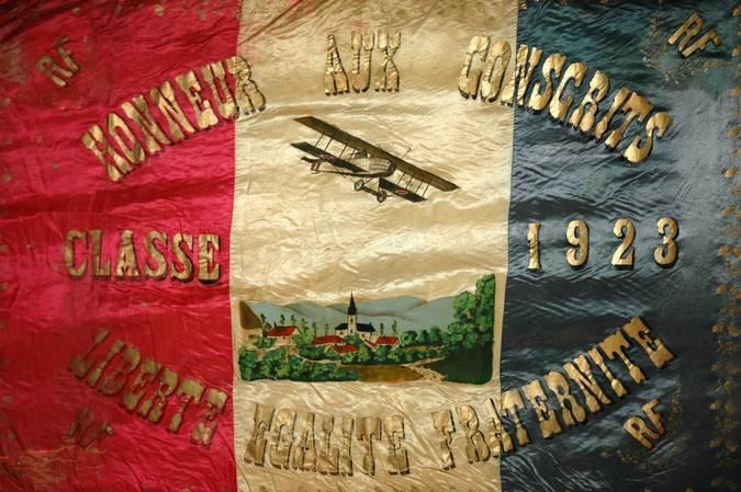 Visuel 6/10 : Collection de drapeaux des conscrits de la classe 1923