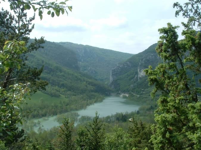 Visuel 3/3 : Lac et barrage en milieu karstique