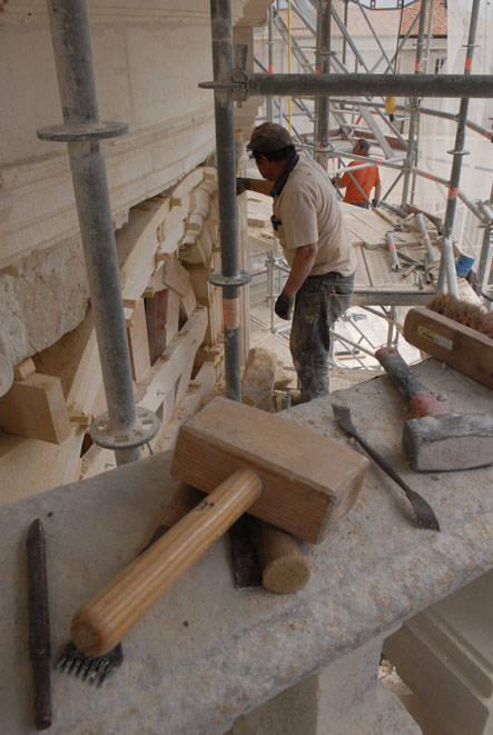 Visuel 1/4 : Restaurer le château de Grignan (JEMA)