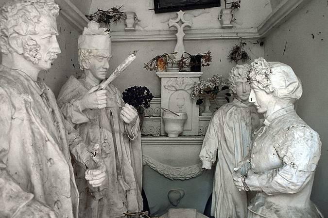 Visuel 1/1 : Groupe sculpté représentant un enterrement