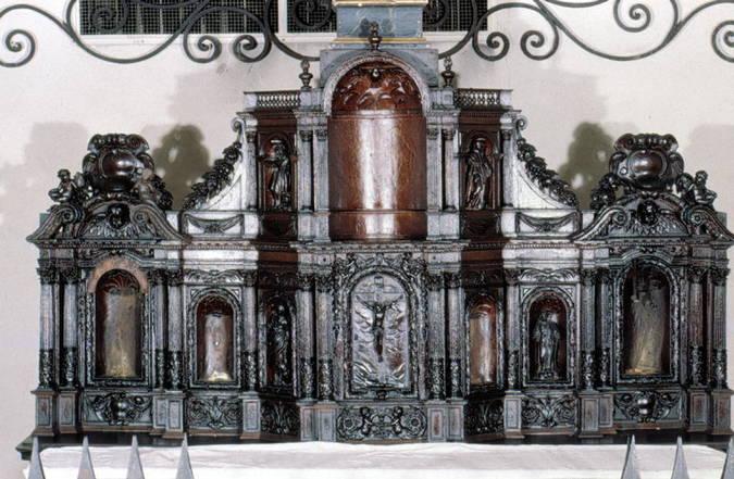 Visuel 7/7 : Ancien tabernacle du maître autel du couvent des Récollets de Nyons (église Saint-Vincent)