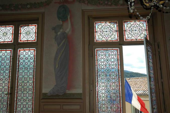 Visuel 3/8 : Décor et mobilier de la salle du conseil municipal