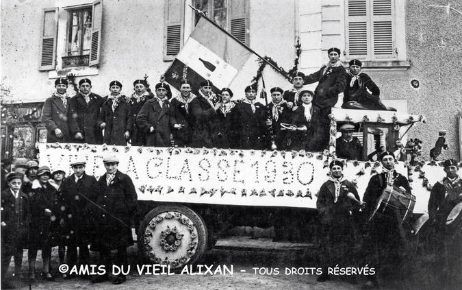 Visuel 10/12 : Collection de drapeaux des classes de conscrits
