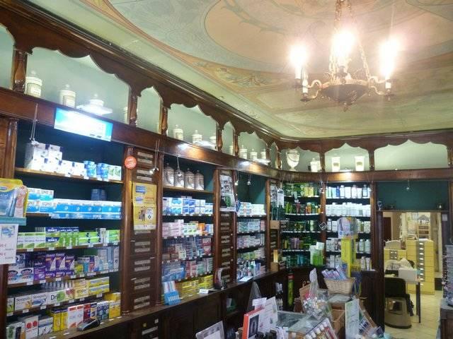 Visuel 2/7 : Pharmacie, devanture, mobilier et décor
