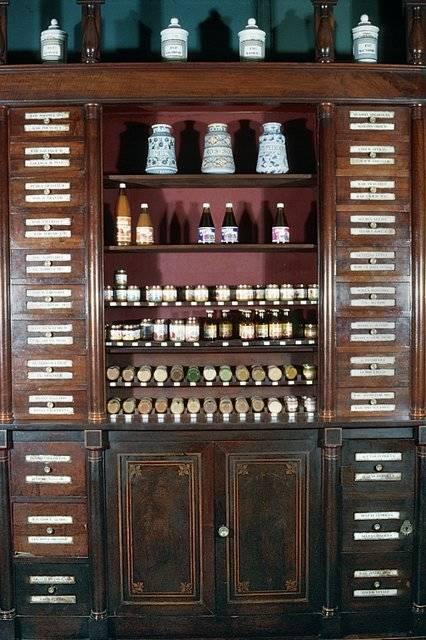 Visuel 6/7 : Pharmacie, devanture, mobilier et décor