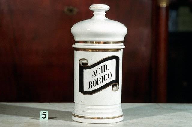 Visuel 5/10 : Collection de pots à pharmacie