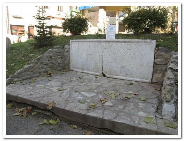 Visuel 1/1 : Stèle du mausolée d'Aulus Pompeius Fronto
