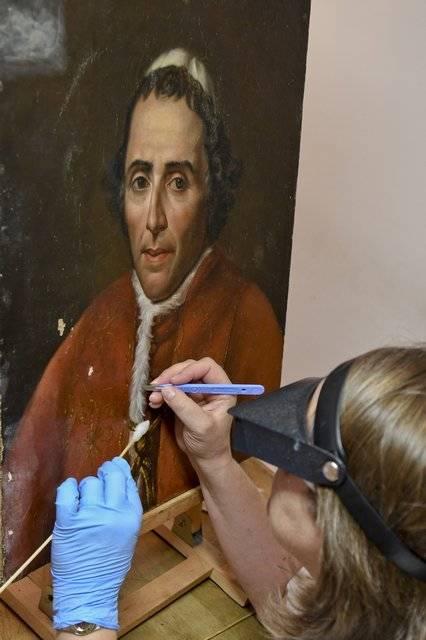 Visuel 1/1 : Restauratrice de peintures (Atelier du Champ de Mars)
