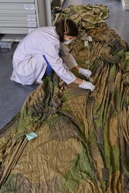 Visuel 2/2 : Restauratrice de textiles (atelier Florence Whaap)