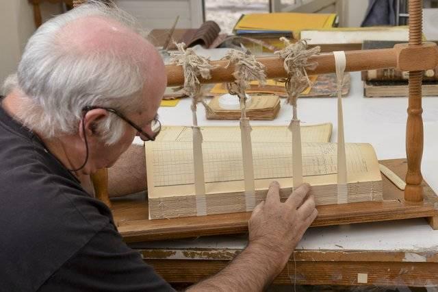 Visuel 2/3 : Relieur, restaurateur de papier (Atelier Dabon)