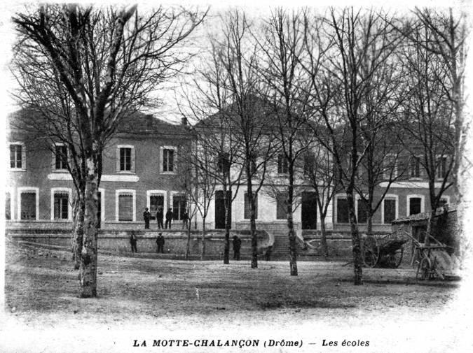 Visuel 1/1 : Place des Écoles