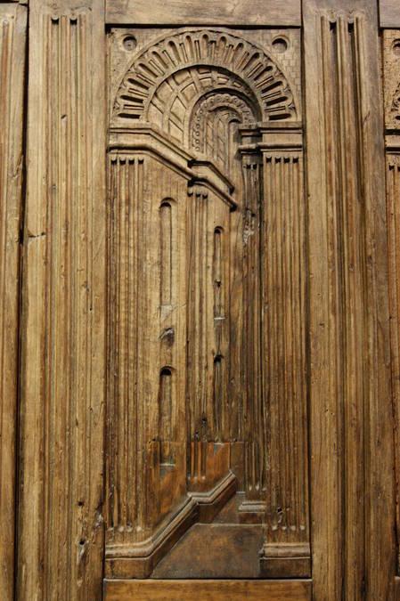 Visuel 3/4 : PORTES DE L'ANCIENNE COLLEGIALE ST SAUVEUR.  Tour Crest