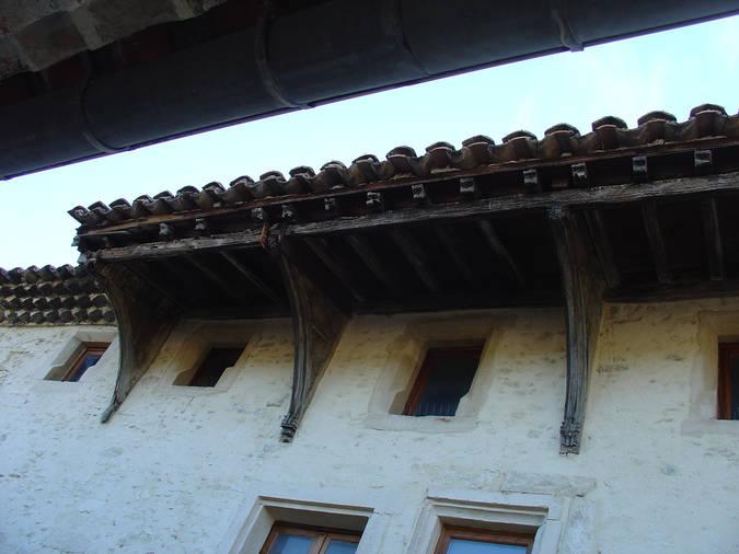 Visuel 1/1 : Avant-toit sur aisseliers en bois - Taulignan
