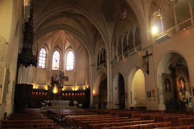 Visuel 3/4 : Église collégiale Sainte-Croix