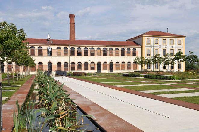 Visuel 1/1 : Un bâtiment patrimonial industriel monument historique (la Cartoucherie)