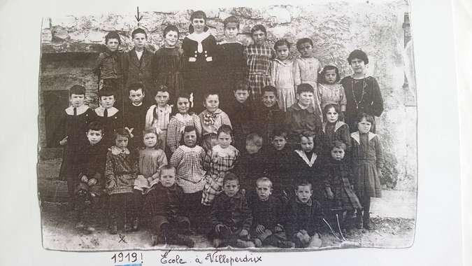 Visuel 1/1 : L'école primaire à Villeperdrix