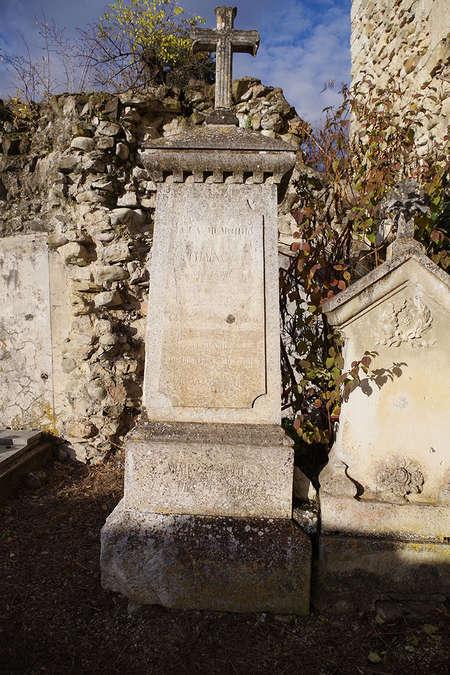 Visuel 1/2 : Stèle réalisée en l'honneur d'Eugénie Chaix, sage-femme