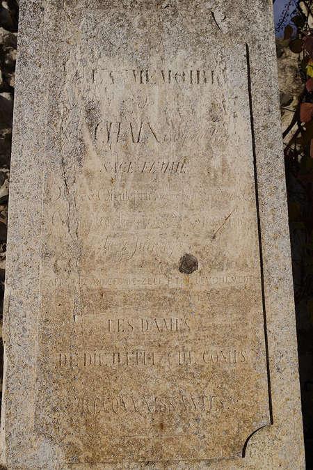 Visuel 2/2 : Stèle réalisée en l'honneur d'Eugénie Chaix, sage-femme