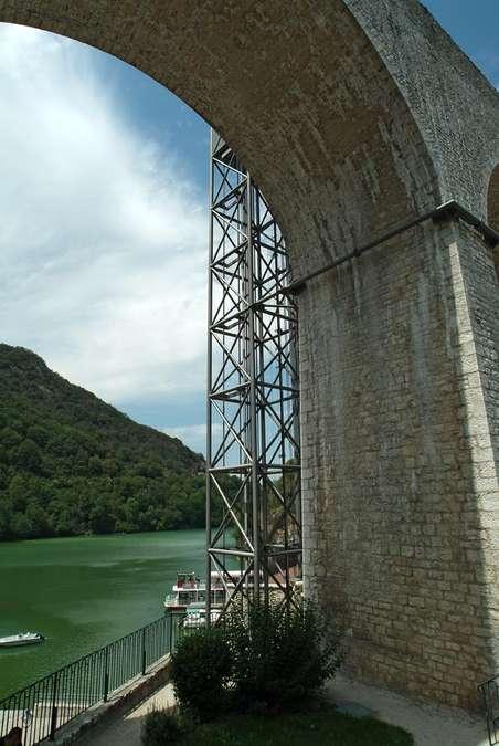 Visuel 2/4 : Canal de la Bourne et aqueduc