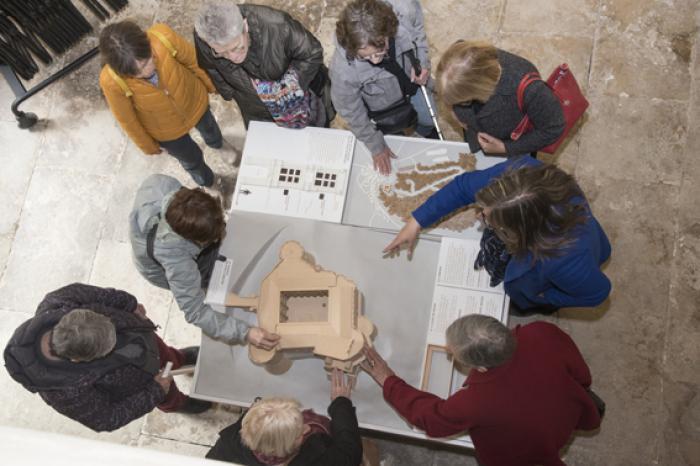 Visuel : Le parcours de visite du château de Suze-la-Rousse devient accessible aux déficients visuels
